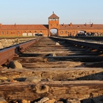 auschwitz-birkenau-main-gate-tracks-2
